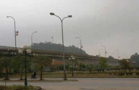 Cầu Hoàng Long, nơi cơ quan chức năng kịp thời phát hiện sự việc đôi tình nhân trẻ con rủ nhau nhảy sông tự sát