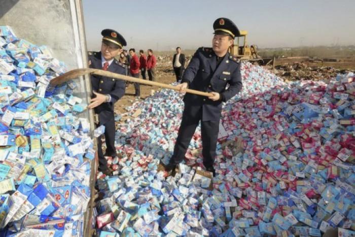 10.000 container chứa sữa kém chất lượng vừa được phát hiện ở Trung Quốc