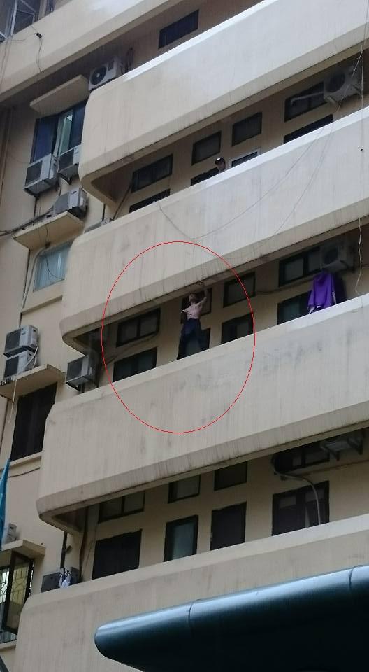 Người đàn ông cầm dao tự đâm vào tay mình ở Bệnh viện Nhiệt đới Trung ương