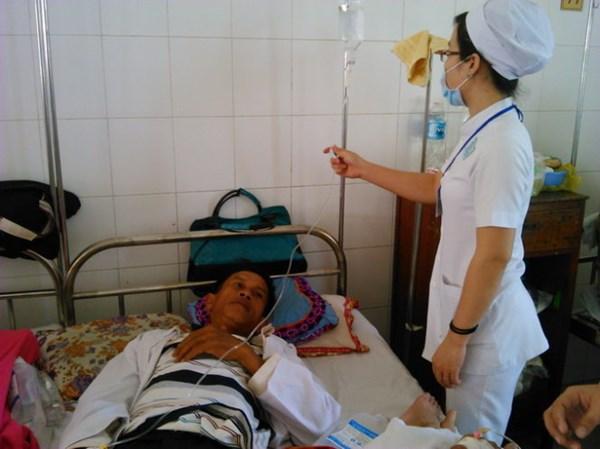 Bệnh viện Đa khoa Trung ương Cần Thơ vừa tiếp nhận 4 người bị ngộ độc so biển