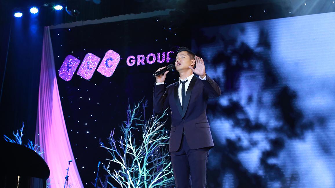 Đêm nhạc Trịnh ấn tượng: 'Biển nhớ tên Anh gọi về' bên con sóng Sầm Sơn