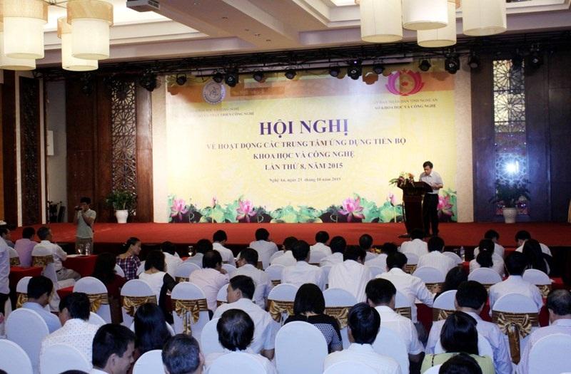 Toàn cảnh hội nghị Hoạt động các Trung tâm Ứng dụng tiến bộ khoa học và công nghệ lần thứ VIII .