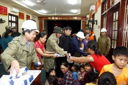 Hải Phòng: Di dân Đồ Sơn tránh bão số 1