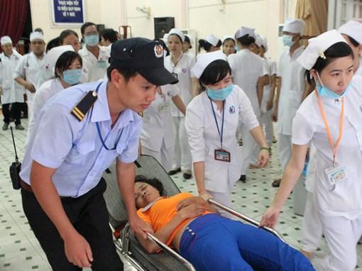 Sau bữa ăn do Công ty TNHH dịch vụ thương mại Thành Danh cung cấp, hàng trăm công nhân nhập viện trong tình trạng nguy hiểm sức khỏe