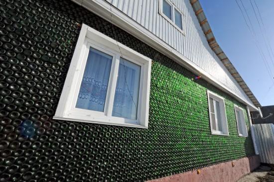 Bức tường có màu xanh lá cây khá bắt mắt. Ảnh RG.ru