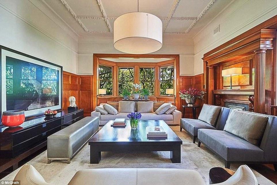 Phòng khách với thiết kế tinh xảo cùng những nội thất hiện đại