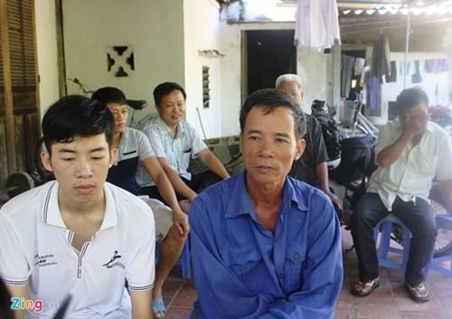Ông Nguyễn Đình Hóa – bố em Nguyễn Đức Ngà nghẹn ngào vì con trai đã có thể theo đuổi ước mơ trở thành công an
