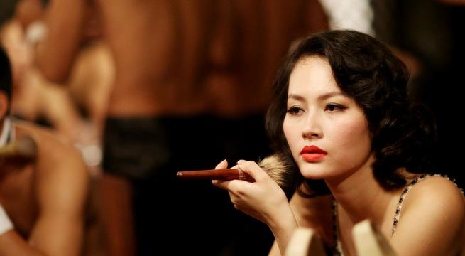 Vai gái điếm Sương của Đỗ Hải Yến có độ lẳng lơ vừa phải nhưng rất gai góc. Do đó, sự thể hiện tiết chế của nữ diễn viên mỏng manh này đã lột tả được cái hồn của Sương.