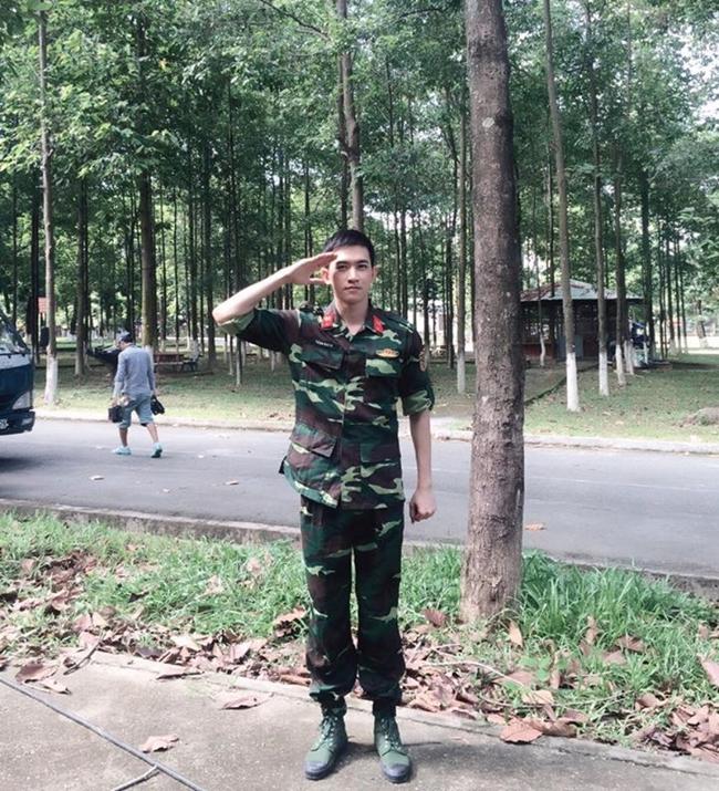 Trong vai một anh lính, Võ Cảnh không còn là một người mẫu như thường thấy nhưng vẫn toát lên vẻ soái ca quân nhân khiến các cô gái đứng hình