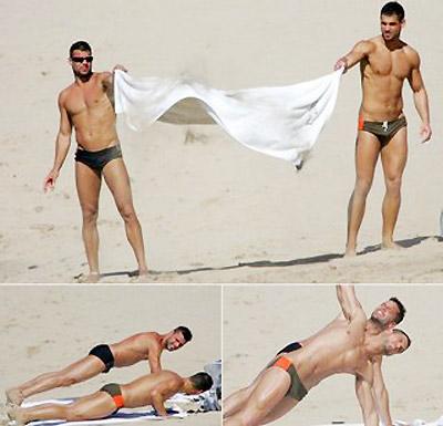 Ngoài ra, Ricky còn sở hữu ngoại hình mạnh mẽ và lôi cuốn, được nhiều người khao khát. Anh cũng từng công khai giới tính và bạn trai của mình