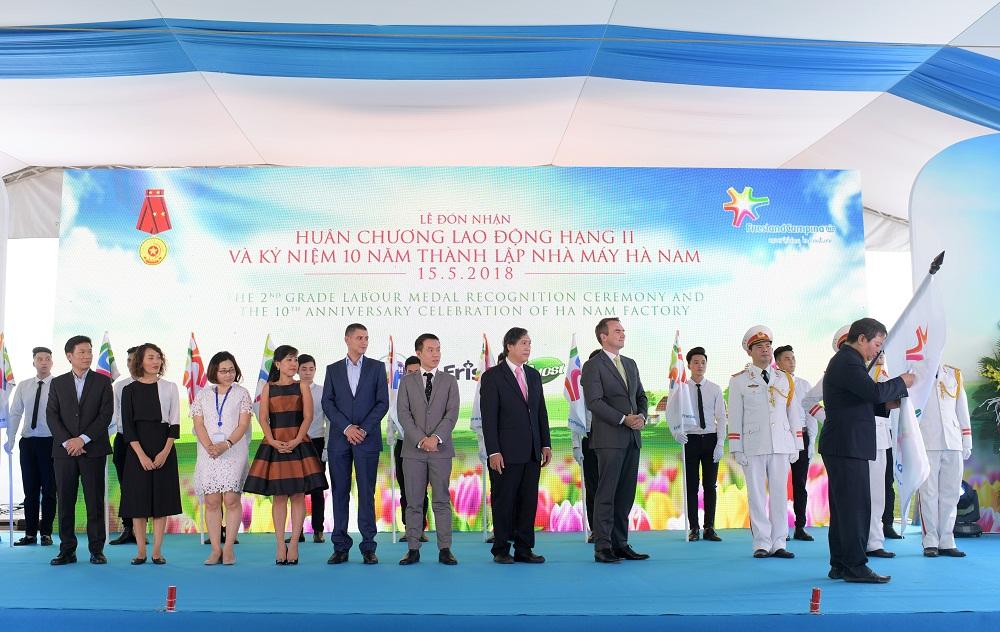 Lễ đón nhận Huân chương Lao đông hạng II và Kỷ niệm 10 năm thành lập nhà máy Hà Nam