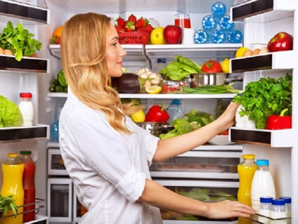 Khi cho quá nhiều thực phẩm vào tủ lạnh dễ khiến tủ lạnh bị quá tải và phát sinh vi khuẩn.