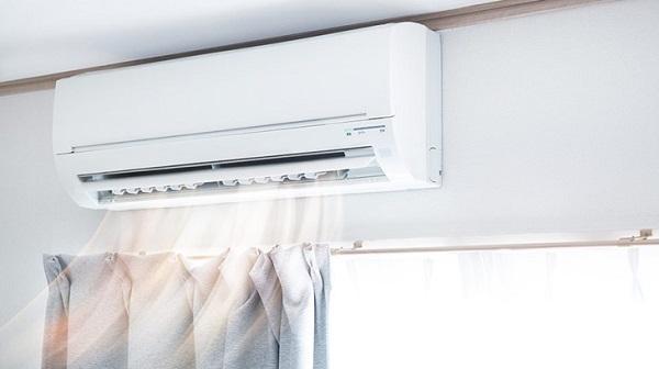 Không nên lắp đặt dàn lạnh và cục nóng của điều hòa trên cùng một bức tường vì nó sẽ gây ra hiện tượng cộng hưởng âm thanh.