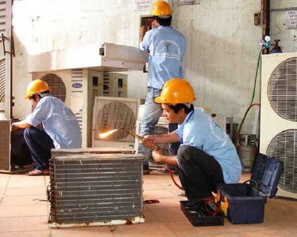 Luôn theo dõi thợ sửa điều hòa để tránh bị tráo thiết bị.