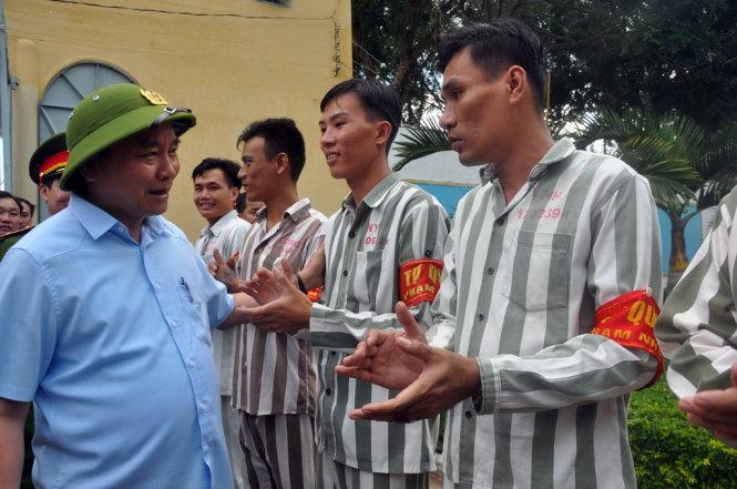 Phó Thủ tướng CP, Chủ tịch Hội đồng tư vấn đặc xá Trung ương Nguyễn Xuân Phúc đã đến trại giam Xuân Mộc và tỉnh Bà Rịa - Vũng Tàu