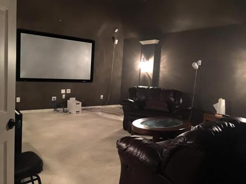 Ngôi nhà còn có riêng một phòng để mọi người hát karaoke