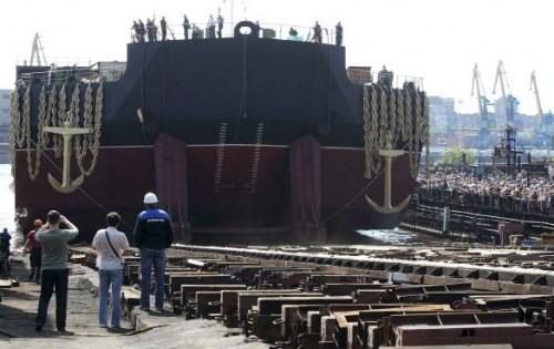 Nhà máy điện hạt nhân đặt trên một con tàu lớn