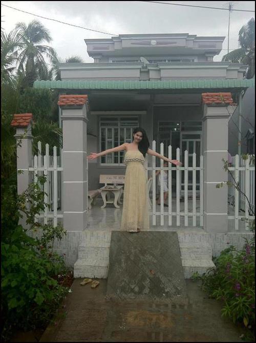 Ngọc Trinh tự hào khoe căn nhà mình mới xây cho mẹ