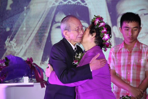 Nhạc sĩ Nguyễn Ánh 9 và chuyện tình cổ tích 'gây sốt' cư dân mạng