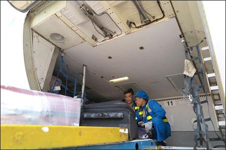 Khu vực các hầm hàng trên tàu bay chưa hề được trang bị bất kỳ thiết bị kiểm soát nào.
