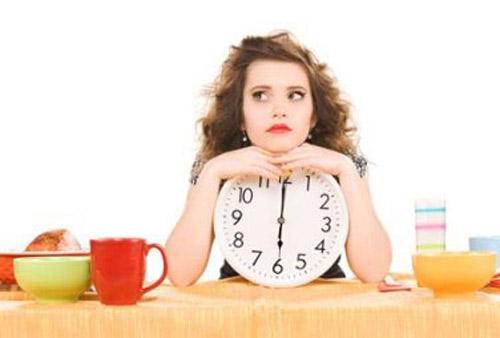 Nhịn ăn là một trong những sai lầm thường gặp trong ăn uống của phụ nữ mang thai