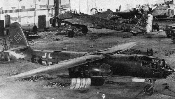 Arado Ar 234 là một trong những máy bay ném bom có động cơ phản lực đầu tiên được điều động trên thế giới do công ty Arado của Đức chế tạo vào thời kỳ cuối Chiến tranh thế giới II. Được sản xuất với số lượng nhỏ, máy bay này gần như chỉ được sử dụng cho mục đích trinh sát nhưng trong vài lần ít ỏi được sử dụng như máy bay ném bom, Arado Ar 234 cho thấy đây là loại máy bay gần như không thể bắn hạ.