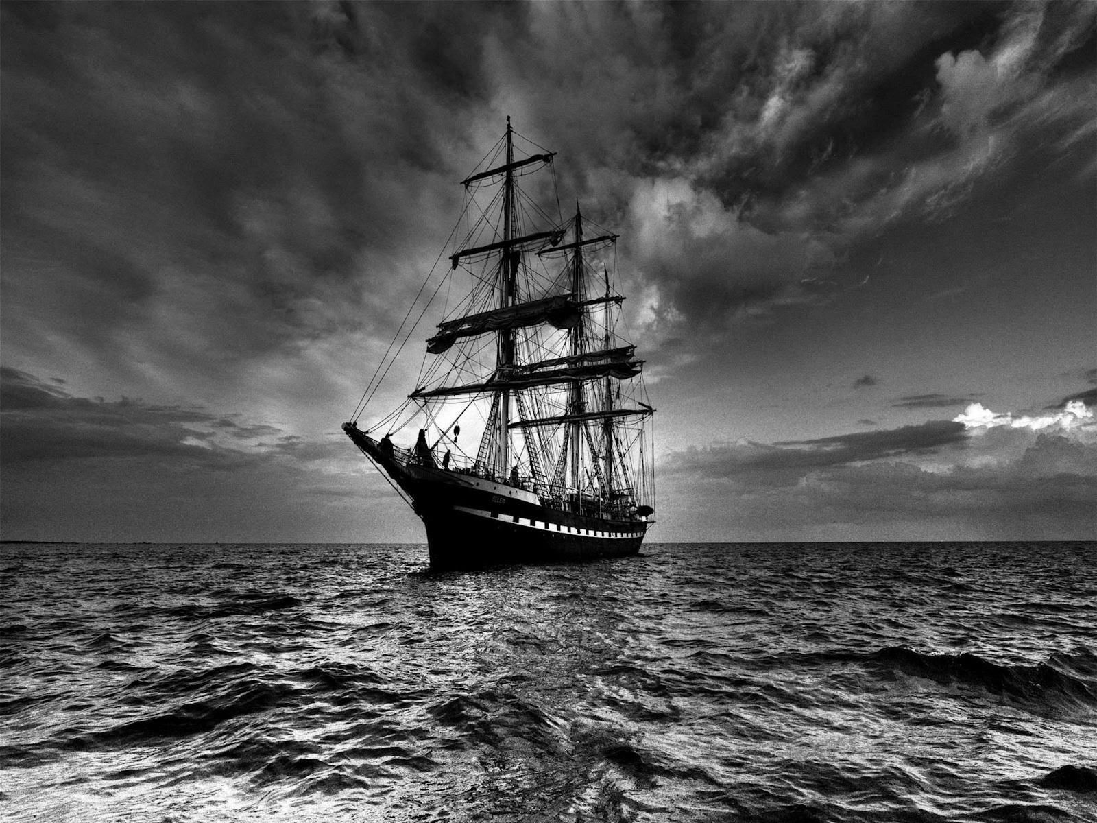 Caleuche là một trong những con tàu ma nổi tiếng nhất trong lịch sử. Nhiều người dân cho biết từng bắt gặp con tàu này xuất hiện vào mỗi đêm gần hòn đảo ngoài khơi Chile. Nó chở linh hồn của tất cả những người đã chết khi con tàu gặp tai nạn trong một đêm.