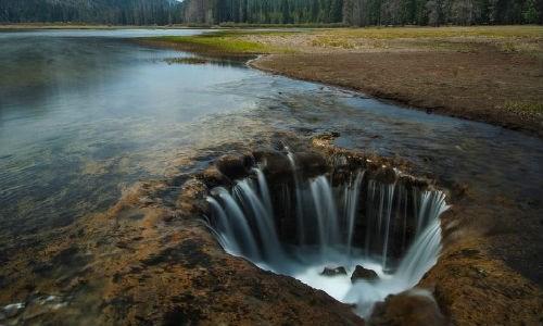 Hiện tượng 'Hồ mất tích' (Lost Lake) tại bang Oregon, Mỹ thường biến mất hàng năm thu hút sự chú ý của rất nhiều người trên thế giới.