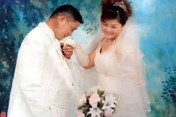 Ảnh cưới của ông Jiang Maode với vợ. Ảnh CEN