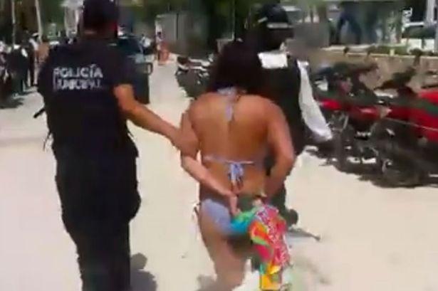 Laura Alicia Caldero bị bắt vì...ngồi dưới một gốc cây. Ảnh Mirror