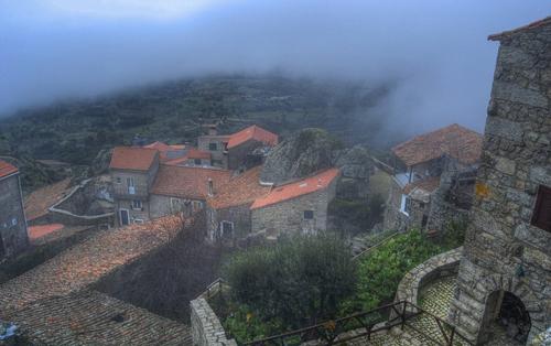 Monsanto là một trong những điểm đến nối tiếng, thu hút nhiều du khách nhất của Bồ Đào Nha.