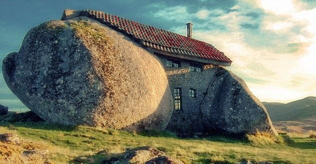 Nhà đá ở Bồ Đào Nha được xây dựng với mục đích làm khóa tu cho gia đình
