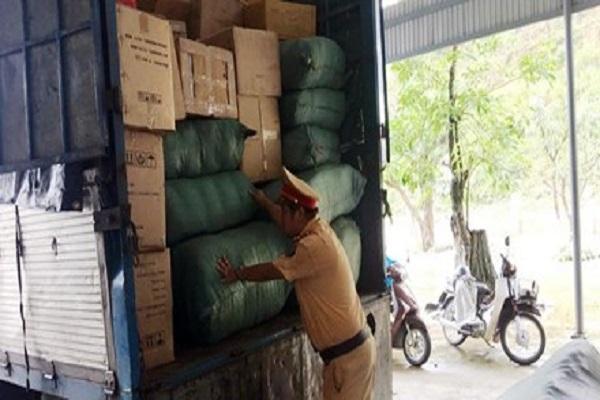 Bắt giữ xe biển số Lào chở gần 300kg đạn chì