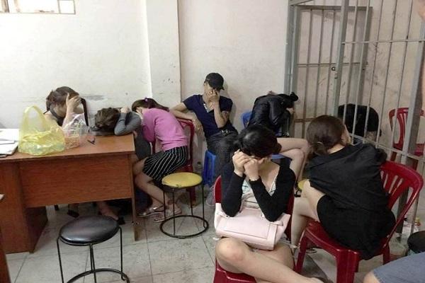 Hàng chục nam nữ phê ma túy trong nhà hàng ở TP HCM