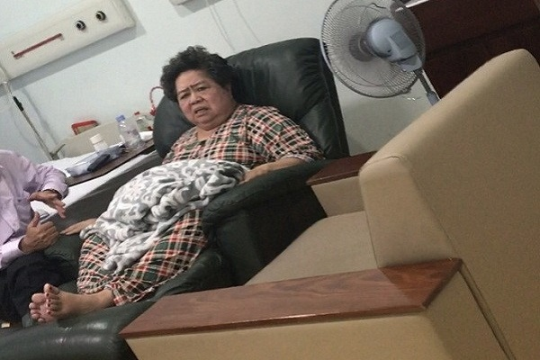 Bà Hứa Thị Phấn nhập viện cấp cứu