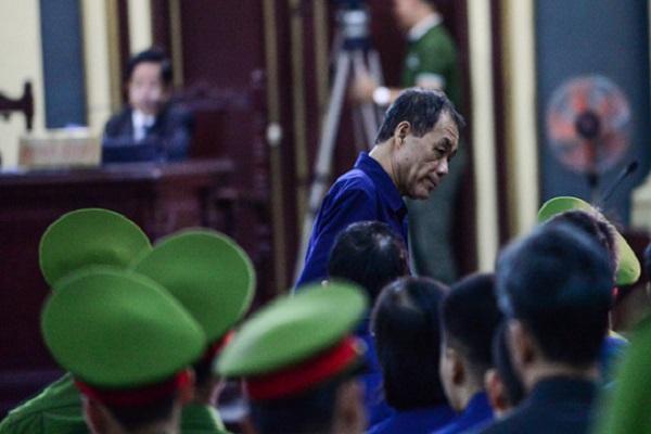 Bất ngờ với trình độ học vấn của Trầm Bê, Phạm Công Danh rời phòng xử án