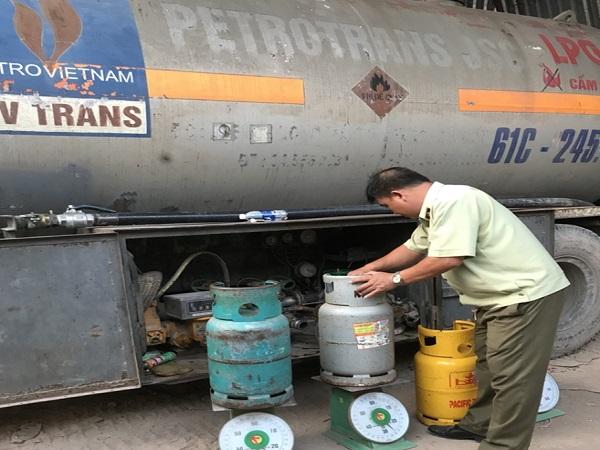 Phát hiện xe bồn sang chiết gas trái phép ở Bình Dương