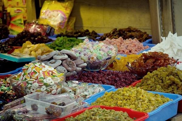 Thận trọng khi lựa chọn bánh kẹo, thực phẩm an toàn trong dịp Tết