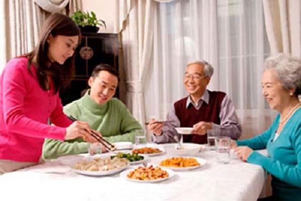 Người có bệnh mãn tính cần chú ý đến chế độ dinh dưỡng hợp lý