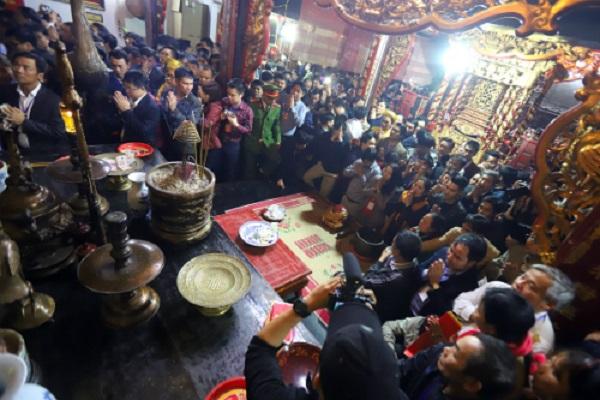 Đi lễ đền Trần giờ hành chính, giám đốc điện lực bị mất chức