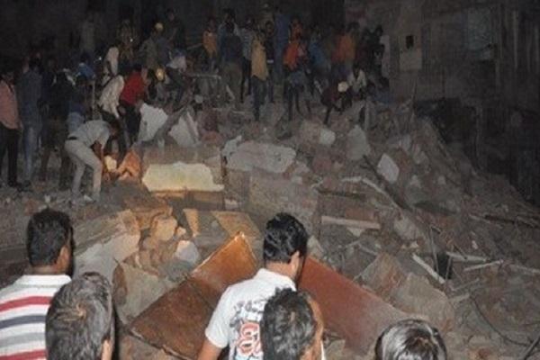 Khách sạn 4 tầng sụp đổ và 10 người tử vong vì chiếc xe khách