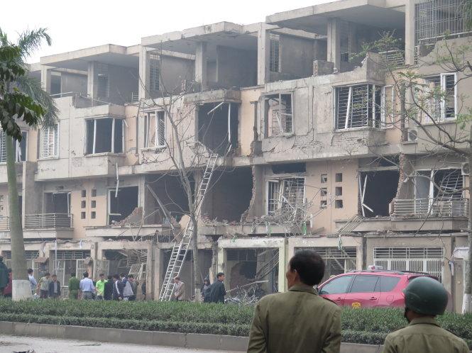 Những mảng tường đổ nát tại khu đô thị sau vụ nổ