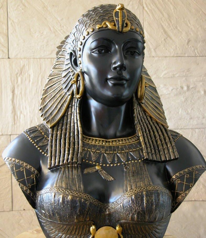 Tượng nữ hoàng Ai Cập Cleopatra