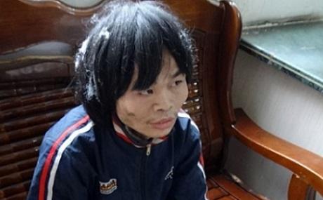 Xie Shisheng sau khi được cảnh sát giải cứu khỏi cuộc sống nô lệ kéo dài suốt 18 năm qua vào ngày 22/4
