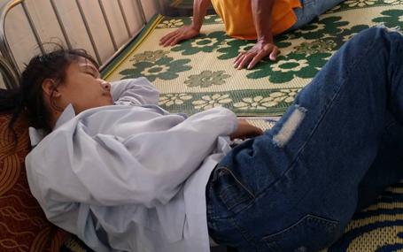 Hiện nữ sinh bị đánh hội đồng ở Hà Tĩnh đã phải nhập viện điều trị