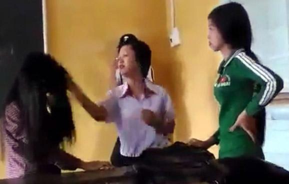 Clip nữ sinh đánh nhau vì ghen tuông tình cảm ở Sóc Trăng khiến dư luận bàng hoàng