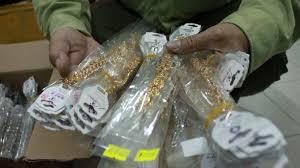 Hàng ngàn sản phẩm nữ trang xi mạ nhập lậu, chứa chất gây hại bị QLTT TP.HCM tịch thu và tiến hành tiêu hủ
