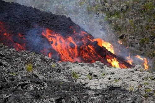 Theo dự báo, núi lửa trên đảo La Reunion sẽ phun trào mãi mãi, dẫn dến nguy cơ mọi manh mối để tìm thấy máy bay MH370 bị hủy hoại
