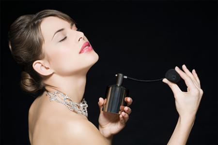 Sự thật về loại nước hoa 'ngửi là trao thân'