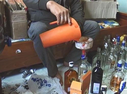 Rượu ngoại dởm được pha chế bằng công thức hóa chất trộn phụ gia và rượu rởm